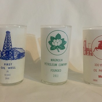 Three oiling gas collector souvenir drinking glasses - Glassware