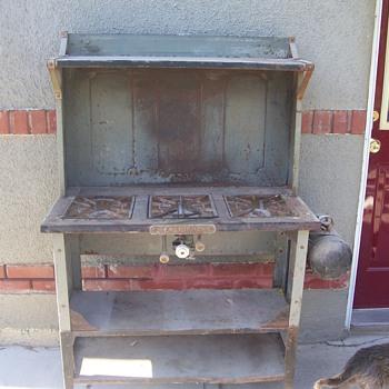 Coleman 3 burner upright stove with pressurized tank