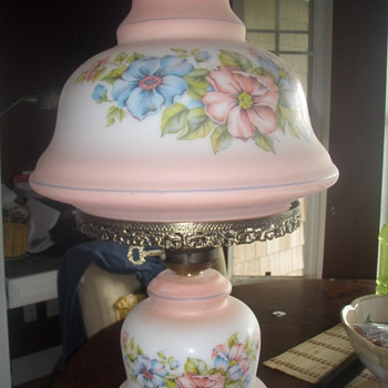 Is this a Fenton lamp?.   - Lamps
