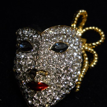 Swarovsky Mardi Gra Maquerade Ball Mask Brooch - Costume Jewelry