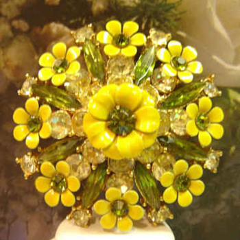 Excellent Multiple Flower's and Rhinestone Enamel Brooch  - Costume Jewelry