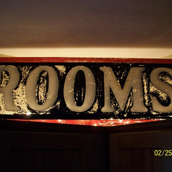 Reverse Painted Rooms Sign From an Old Hotel / Motel - Signs