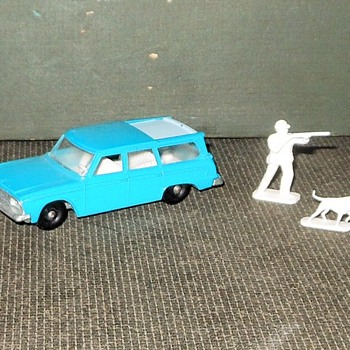Monday Matchbox Mayhem MB 45 Studebaker Lark Wagonaire - Model Cars