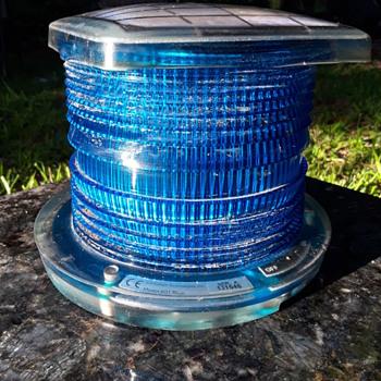 solar powered AVIATION blue flashing light unit  - Electronics