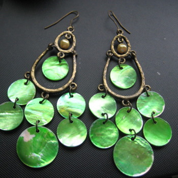 Vintage Green Shell Dangle  Earrings - Costume Jewelry