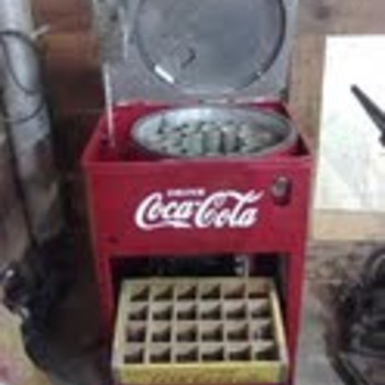 Vendo 23 Coke Machine - Coca-Cola