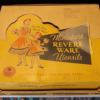 Beautiful 1950s Revere Ware Miniature Set No 597 - Toys