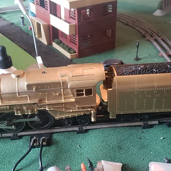 lionel lines gold plated train - Model Trains