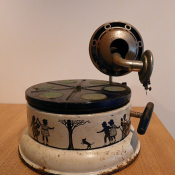 A NIFTY NIRONA CHILDREN'S GRAMOPHONE - Records
