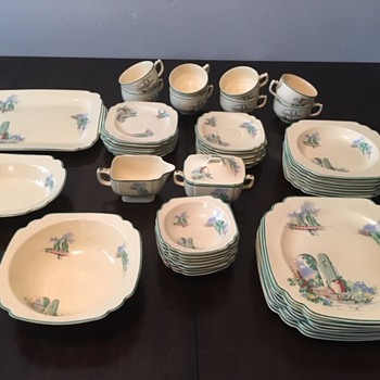 Homer Laughlin. Found this box in my grandmothers attic. A complete set of 8 including serving bowls and platter. - China and Dinnerware