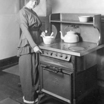 1915 GE Calrod Electric Stove/Oven - Kitchen