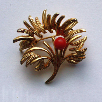 vintage Grosse pin - Costume Jewelry
