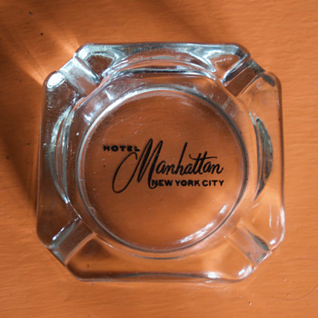 Hotel Manhattan Ashtray - Tobacciana