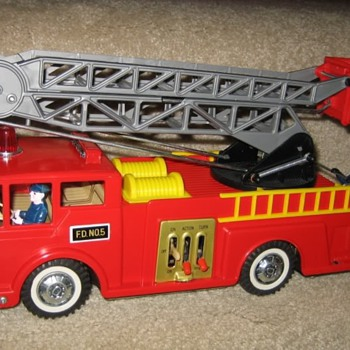 Very RARE Daisy-Matic B/O Fire Engine & Ideal Ladder Truck