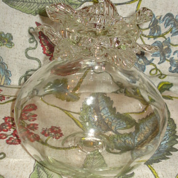 FLOWER TOP GLASS VASE. ANY IDEA WHO MADE THIS? - Art Glass