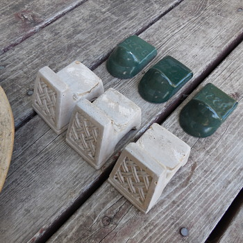 Vintage Pottery Pot Feet/Stands And Use - Pottery