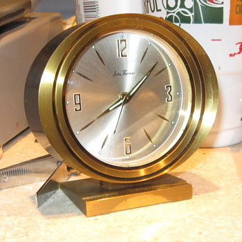 Does anyone know anything about this clock can't find a model number or anything else