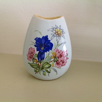 Cute little hand painted vase - Pottery