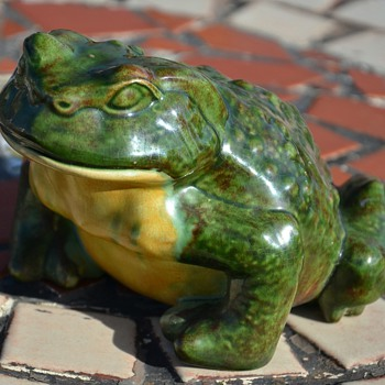 Ceramic Frog - nicely glazed and signed by 'Edith' and '1967'. - Animals