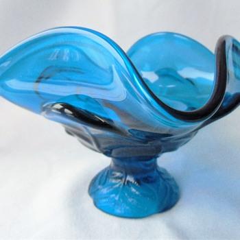 Viking bluenique pedestal bowl with recent label - Glassware