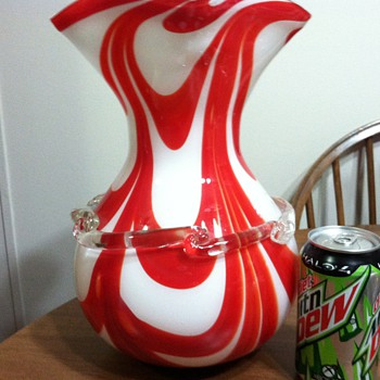 Red and white vase - Art Glass