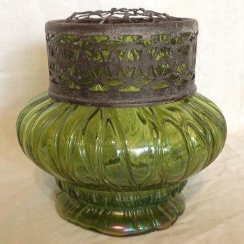 Green veined flower vase - Art Glass