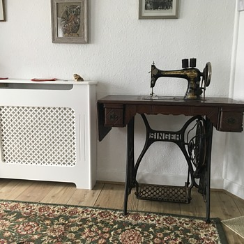 Singer serial number 12591334 treadle machine.  Can anyone tell me the model so I can get a manual please - Sewing