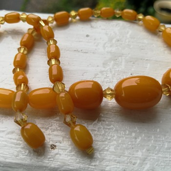 Butterscotch bakelite choker necklace  - Costume Jewelry