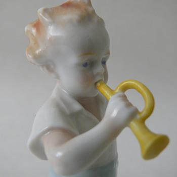 """boy with trumpet"" metzler ortloff - Figurines"