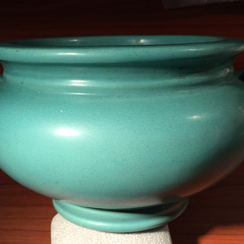 Matte Green Roseville Bowl - Pottery