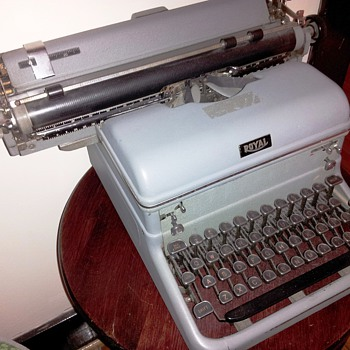 1940's Royal Touch Control Typewriter with Magic Margin