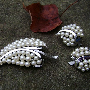 Trifari Leaf Brooch Set - Costume Jewelry