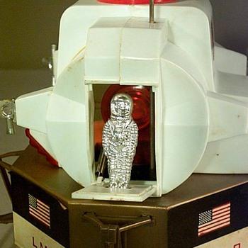 Apollo LM Lunar Module Astronaut Plastic Toy700 - Toys