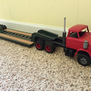 #4, 1964 Ford N900 w/ lowboy and dozer - Model Cars