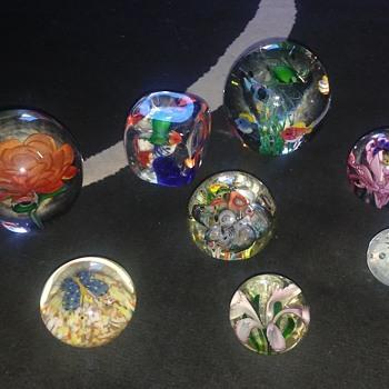 Blown glass paper weights - Art Glass
