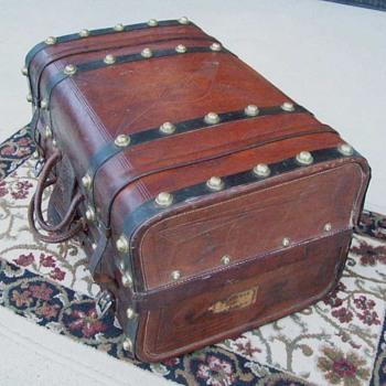 Civil War Valise (hand trunk) - Furniture