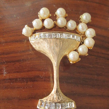 Champagne glass brooch - Costume Jewelry