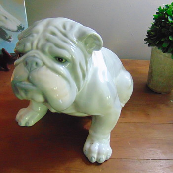 English bulldog No information. Purchased many years ago. - Animals