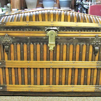 Mid 1880's Martin Maier oak slat trunk - Furniture