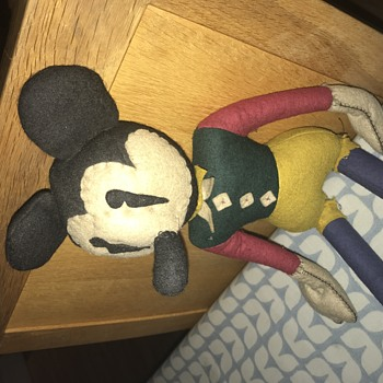 Early Mickey?? Please help id  - Dolls