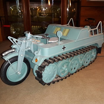 Ultimate Soldier 1/6 Scale (GI Joe Size) WWII German Sd.Kfz. 2 Kettenkrad - Military and Wartime