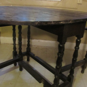 Gate leg table, not sure of age - Furniture