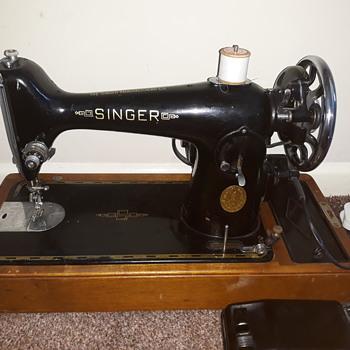 Vintage singer sewing machine 1950s??help. - Sewing
