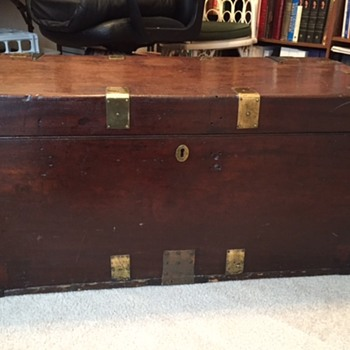 Trunk in family for 5 generations - Furniture