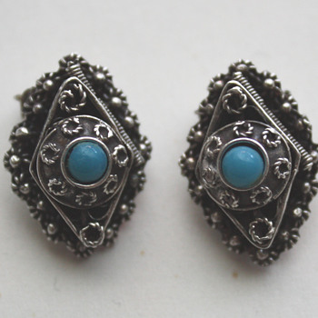 Silver earrings... with a suprise.  - Costume Jewelry