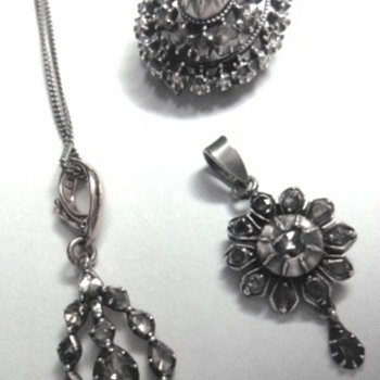 Victorian rose gold/silver pendants and one round brooch  - Fine Jewelry