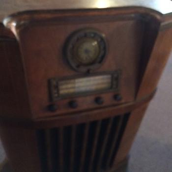 1941 Motorola console radio - Radios