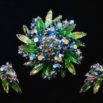 Green-teal starburst Sherman brooch and earring set - Costume Jewelry