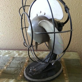 I bought this fan in 2001 for $5. It's a GE, but what year? - Office