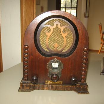 Rare Paramount Pee Wee Cathedral Tube Radio - Radios